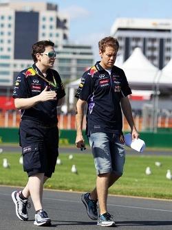 Sebastian Vettel, Red Bull Racing, passeggia in circuito