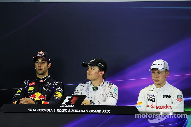 La conferenza stampa della FIA, Red Bull Racing, secondo; Nico Rosberg, Mercedes AMG F1, vincitore della gara;