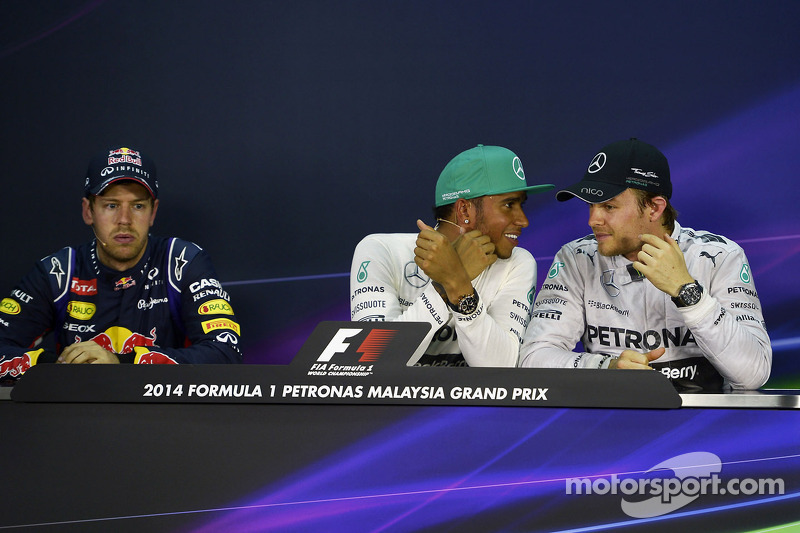 Conferenza stampa della FIA post qualifiche: Sebastian Vettel, Red Bull Racing, secondo; Lewis Hamil