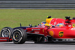 Fernando Alonso (ESP), Scuderia Ferrari and Sebastian Vettel (GER), Red Bull Racing  30