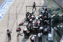 Adrian Sutil, Sauber C33 pit stop