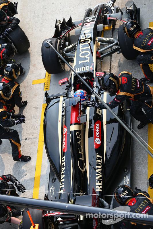 Boxenstopp: Romain Grosjean, Lotus F1 E22