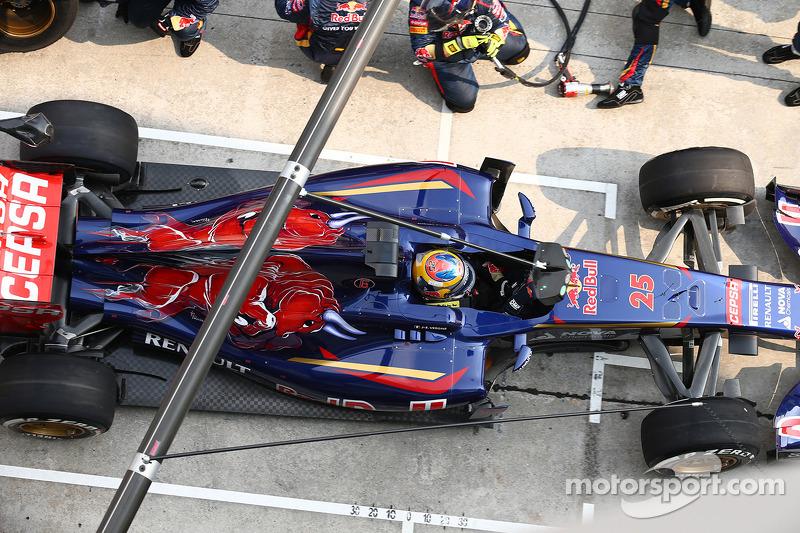 Jean-Eric Vergne, Scuderia Toro Rosso STR9, pit stop