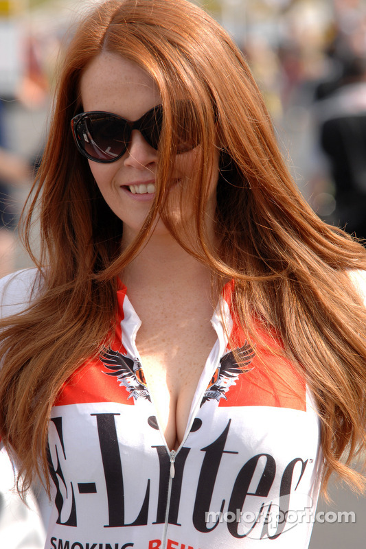 Grid girl da Alcosense Breathalysers Racing