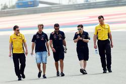 Sebastian Vettel, Red Bull Racing camina por el circuito