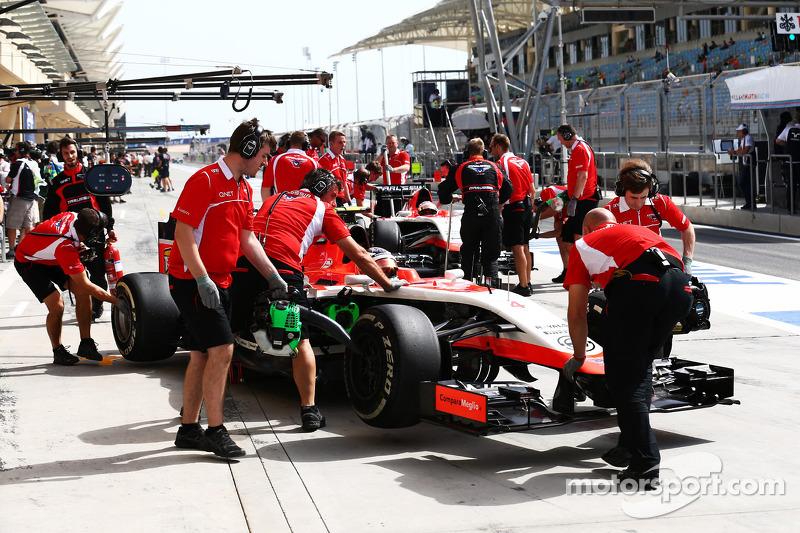 Max Chilton, Marussia F1 Takımı MR03 ve Jules Bianchi, Marussia F1 Takımı MR03 pitte