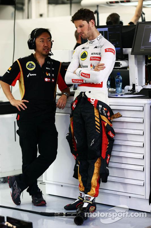 Romain Grosjean, Lotus F1 Team; Ayao Komatsu, Lotus F1 Team