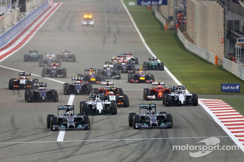 Start: Nico Rosberg, Mercedes AMG F1 W05; Lewis Hamilton, Mercedes AMG F1 W05