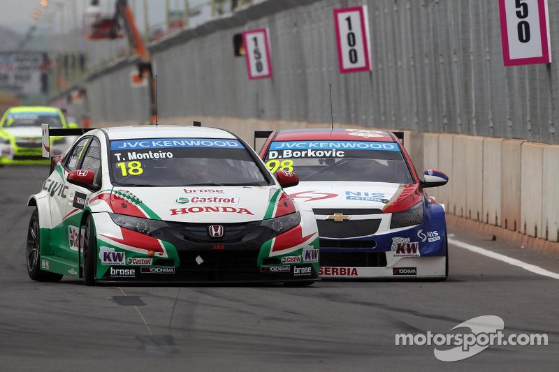 Tiago Monteiro, Honda Civic WTCC, Castrol Honda WTC Team e Dusan Borkovic, Chevrolet Cruze RML TC1,