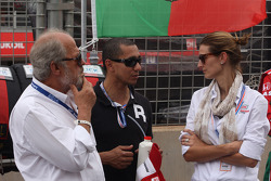 The father and the wife of Tiago Monteiro, Honda Civic WTCC, Castrol Honda WTC Team