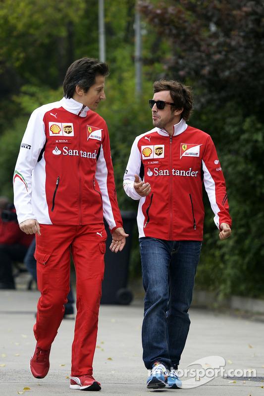 Fernando Alonso, Ferrari, met Massimo Rivola, Ferrari Sportief directeur