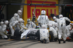 Felipe Massa, Williams FW36 has problems during his pit stop.