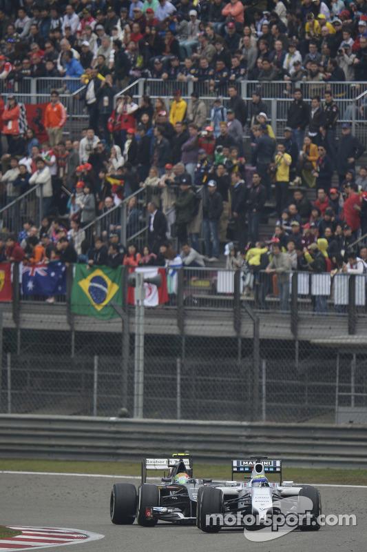 Felipe Massa, Williams FW36 lidera Esteban Gutierrez, Sauber C33