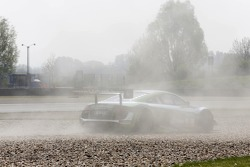 Sorun yaşayan; YACO Racing Audi R8 LMS ultra: Philip Geipel, Rahel Frey