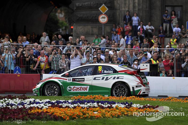 Budapest Street Parade, Tiago Monteiro, Honda Civic WTCC, Castrol Honda WTCC Team