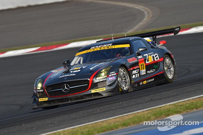 #11 Gainer 梅赛德斯-奔驰 SLS AMG GT3: 平中克幸, 比约恩·维尔德海姆