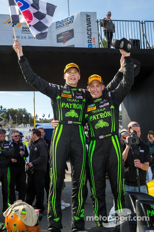 Vencedores da corrida Ed Brown e Johannes van Overbeek