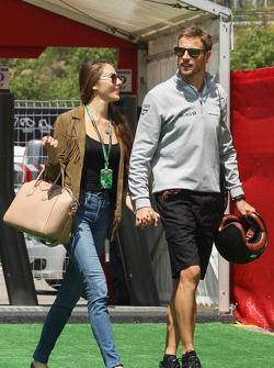Jenson Button, McLaren with his girlfriend Jessica Michibata