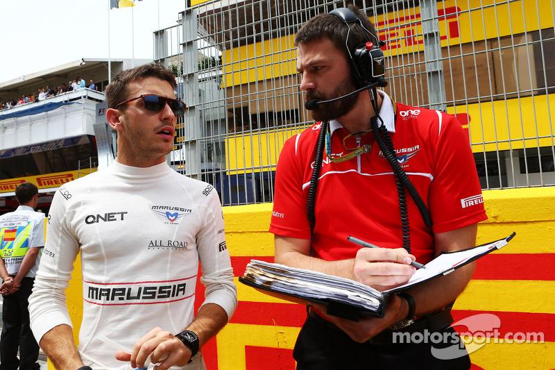 玛鲁西亚F1车队的朱尔斯·比安奇在发车区