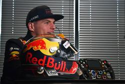 Max Verstappen, Red Bull Racing avec son casque et son volant