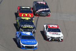 Kyle Larson, Chip Ganassi Racing, Chevrolet Camaro Credit One Bank y Erik Jones, Joe Gibbs Racing, Toyota Camry Sport Clips