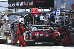 #93 Michael Shank Racing with Curb-Agajanian Acura NSX, GTD: Lawson Aschenbach, Justin Marks, Mario Farnbacher pit stop