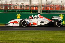 Will Davison pilote la F1 biplace de F1 Experiences