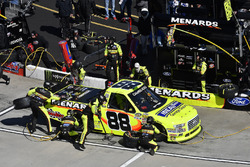 Matt Crafton, ThorSport Racing, Ford F-150 Ideal Door/Menards, makes a pit stop