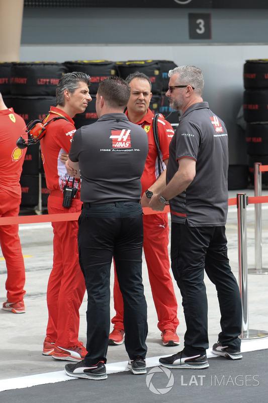 Haas F1 mechanics and Ferrari mechanics