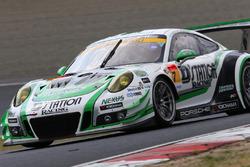 #7 D'station Racing Porsche 911 GT3 R: Tomonobu Fujii, Sven Muller