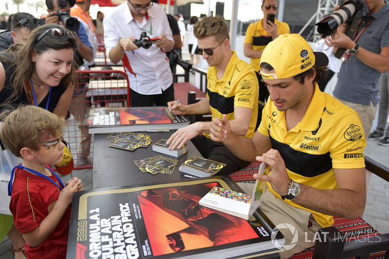 Carlos Sainz Jr., Renault Sport F1 Team and Nico Hulkenberg, Renault Sport F1 Team at the autograph session