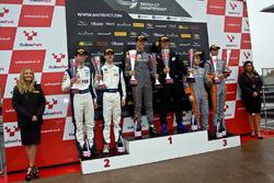 Podio GT4: Ganadores de la carrera #72 Track-Club McLaren 570S GT4: Adam Balon, Ben Barnicoat, segundo lugar #42 Century Motorsport BMW M4 GT4: Ben Green, Ben Tuck, tercer lugar #4 Tolman Motorsport McLaren 570S GT4: Michael O'Brien, Charlie Fagg