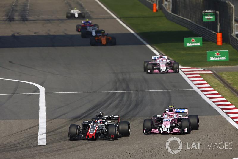 Romain Grosjean, Haas F1 Team VF-18 Ferrari, Esteban Ocon, Force India VJM11 Mercedes, e Sergio Perez, Force India VJM11 Mercedes