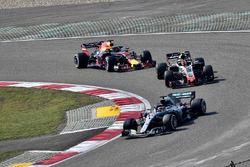 Lewis Hamilton, Mercedes-AMG F1 W09 EQ Power+, Kevin Magnussen, Haas F1 Team VF-18 and Daniel Ricciardo, Red Bull Racing RB14