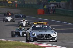 Автомобіль безпеки попереду Валттері Боттаса, Mercedes AMG F1 W09