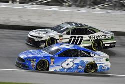 Matt Kenseth, Roush Fenway Racing, Ford Fusion Wyndham Rewards and Landon Cassill, StarCom Racing, Chevrolet Camaro