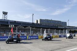 Nick Heidfeld, Mahindra Racing, Lucas di Grassi, Audi Sport ABT Schaeffler, Daniel Abt, Audi Sport ABT Schaeffler, nella drivers parade