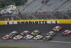 Chase Elliott, Hendrick Motorsports, Chevrolet Camaro SunEnergy1, Aric Almirola, Stewart-Haas Racing, Ford Fusion Smithfield/Waffle House