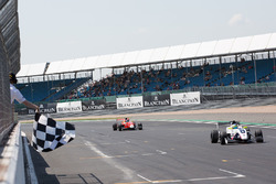 Bandera a cuadros, Logan Sargeant, R-Ace GP, Yifei Ye, Josef Kaufmann Racing
