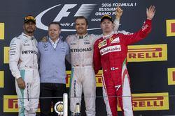Lewis Hamilton, Mercedes AMG F1, Nico Rosberg, Mercedes AMG F1 et Kimi Raikkonen, Ferrari sur le  podium