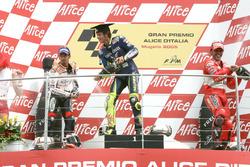 Podium : le deuxième Max Biaggi, Repsol Honda Team,  le vainqueur Valentino Rossi, Yamaha Factory Racing, le troisième Loris Capirossi, Ducati Team
