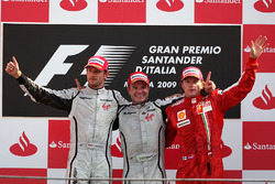 Подиум: победитель гонки Рубенс Баррикелло, Brawn Grand Prix, второе место – Дженсон Баттон, Brawn Grand Prix, третье место – Кими Райкконен, Ferrari