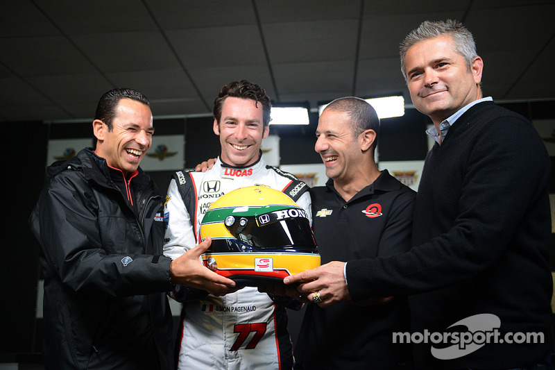 Helio Castroneves, Tony Kanaan, Gil de Ferran con Simon Pagenaud e il suo casco tributo a Ayrton Senna