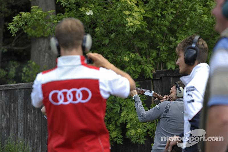 Tiro al piattello con Mattias Ekstrom, Audi Sport Team Abt Sportsline, Audi RS 5 DTM, Marco Wittmann, BMW Team RMG, BMW M4 DTM, e Gary Paffett, EURONICS Mercedes AMG,