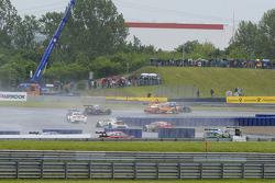 Timo Scheider, Audi Sport Team Phoenix, Audi RS 5 DTM, versus Jamie Green, Audi Sport Team Rosberg, Audi RS 5 DTM,