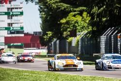 #85 Gulf Racing UK Aston Martin Vantage V8: Roald Goethe, Stuart Hall, Daniel Brown
