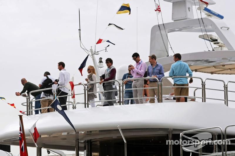 Taraftarlar teknede