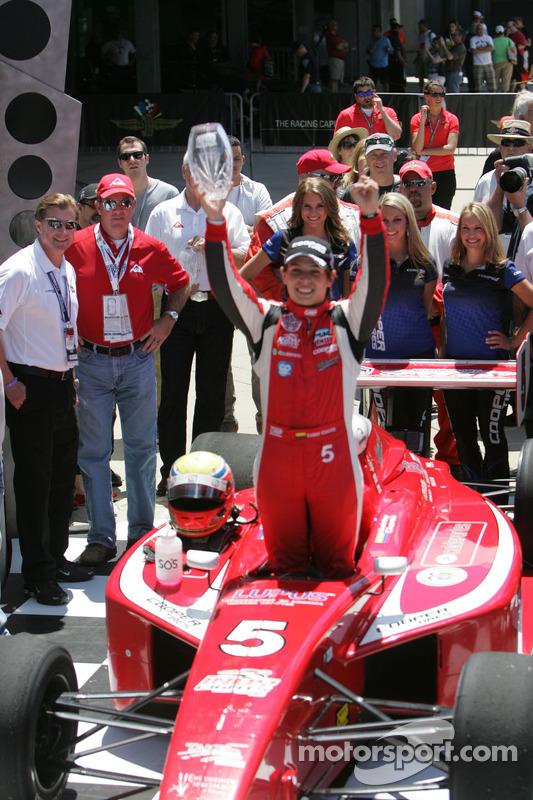 Gabby Chaves supera Matthew Brabham