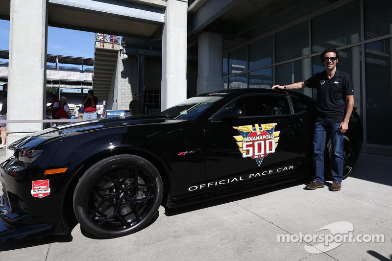 Dario Franchitti poz veriyor ve hız aracı