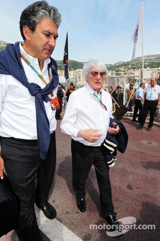 Bernie Ecclestone com Pasquale Lattuneddu, da FOM